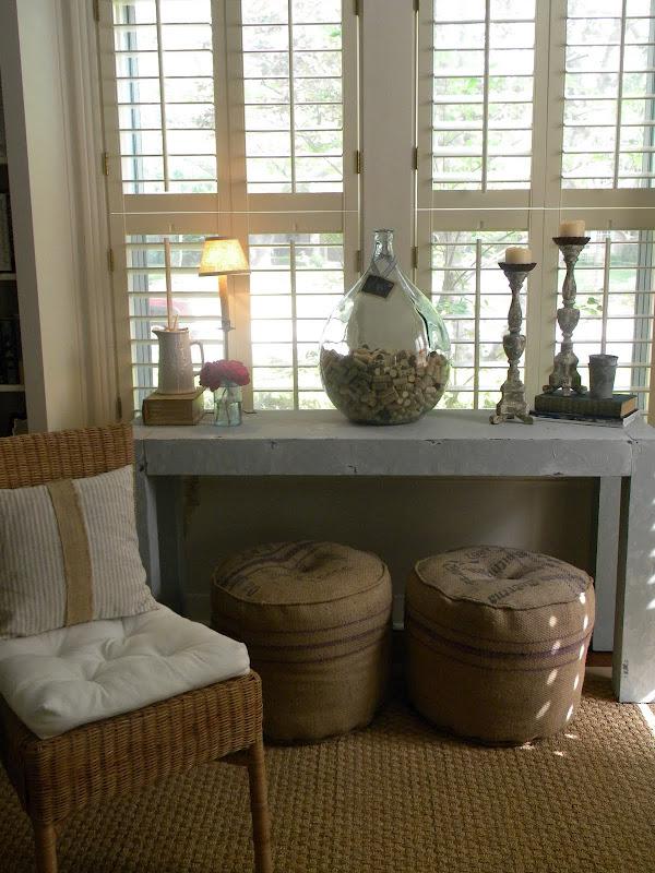 Blanco interiores: debaixo de uma consola...under a console table!