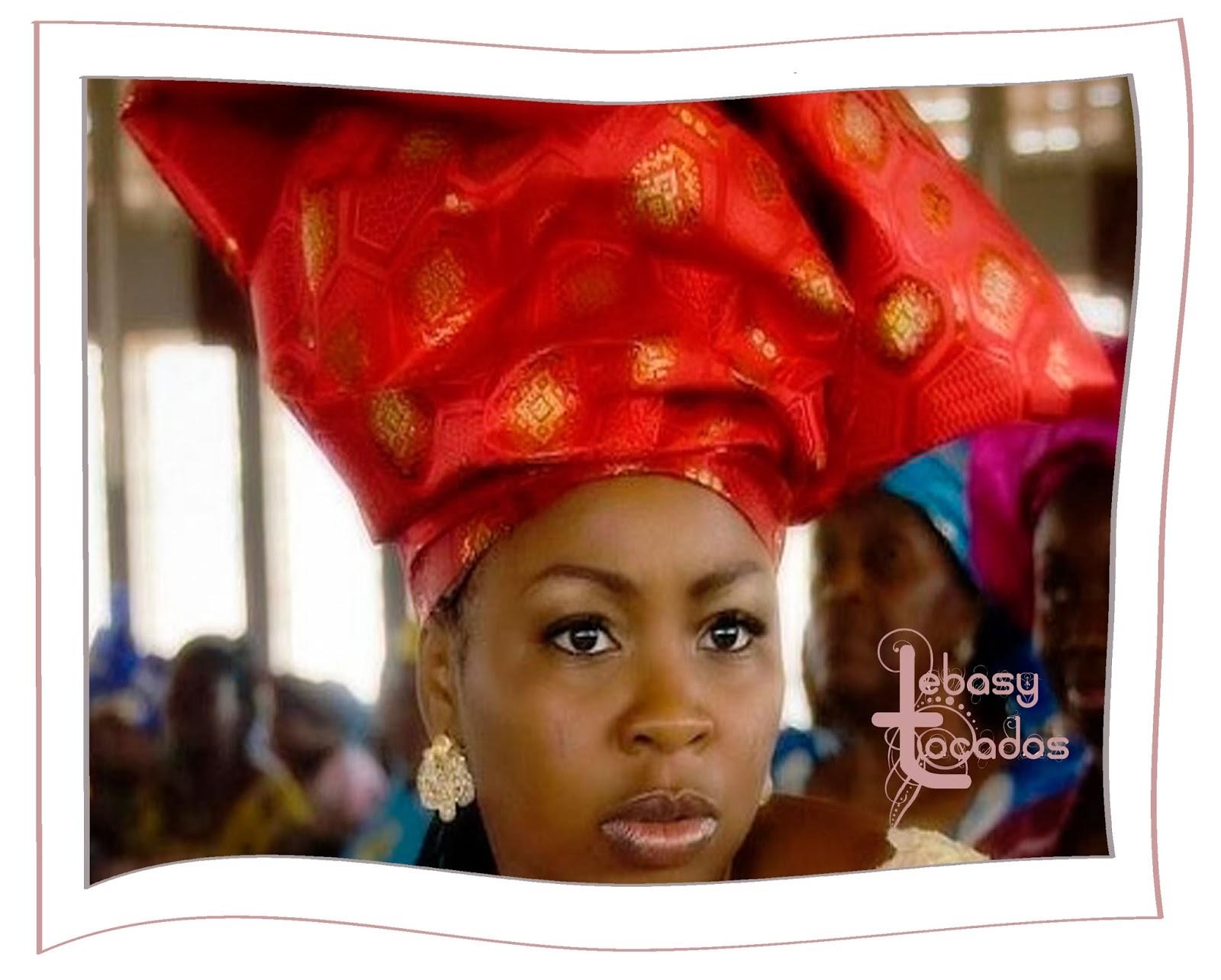 Turbante africano de gran tamaño.