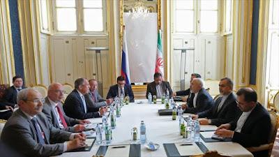 Delegaciones de los negociadores nucleares de Irán y Rusia se reúnen en Viena. 6 de julio de 2015.