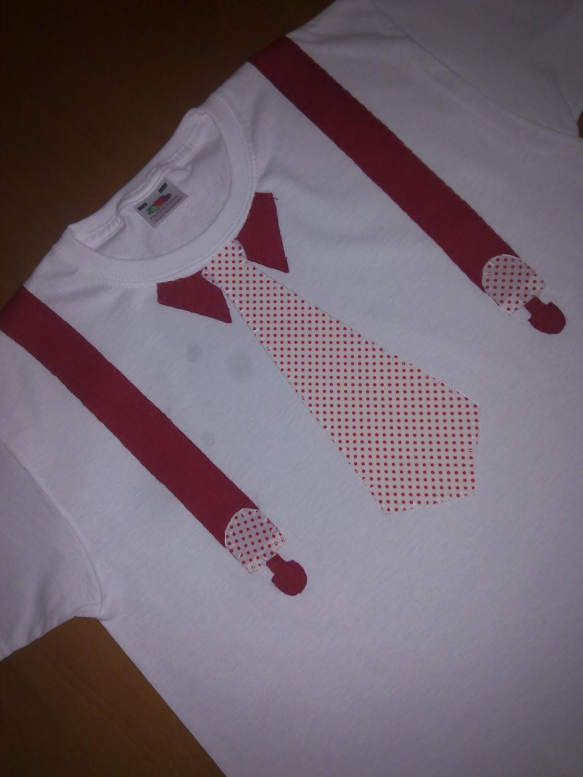 Camiseta de niño hecha a mano con  detalle de corbata y tirantes