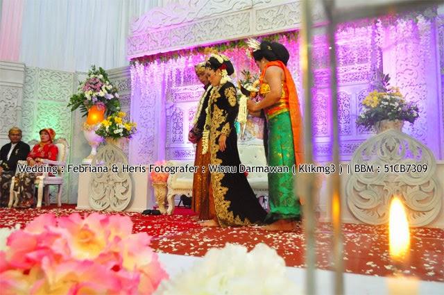 Wedding : Febriana & Heris    Fotografer : Wisnu Darmawan    BBM : 51CB7309