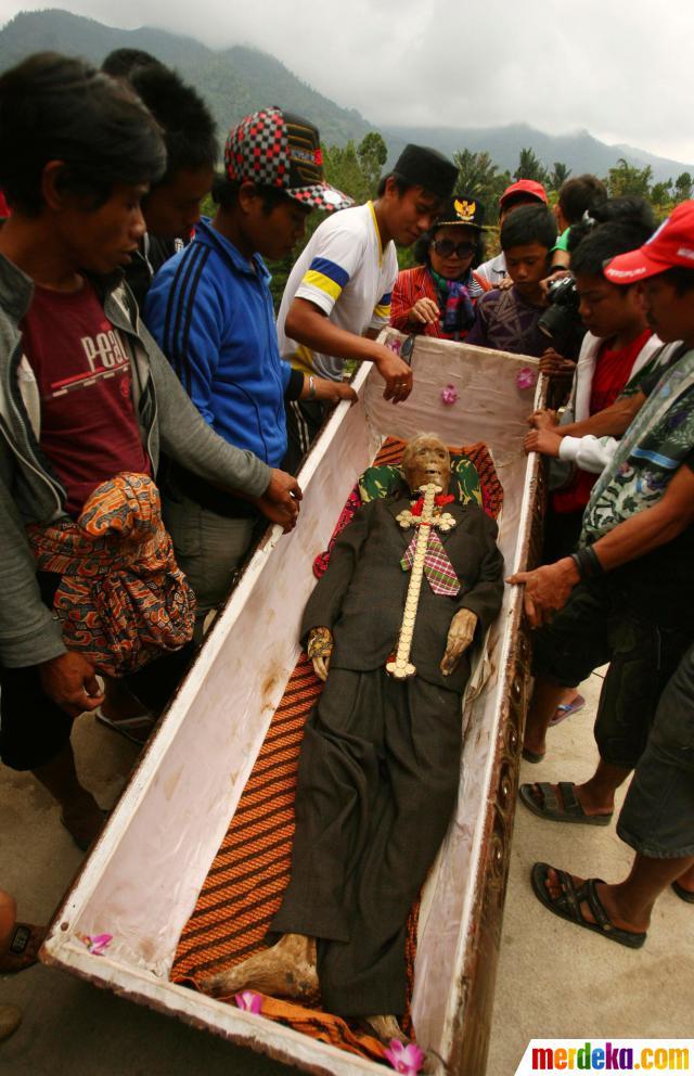 Ma'nene, Ritual Ganti Pakaian Mayat Leluhur Toraja