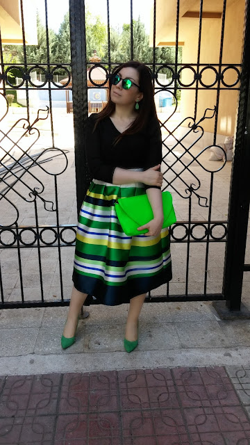 http://www.romwe.com/With-Zipper-Striped-Flare-Skirt-p-120127-cat-682.html?utm_source=nilgunozenaydin.com&utm_medium=blogger&url_from=nilgunozenaydin