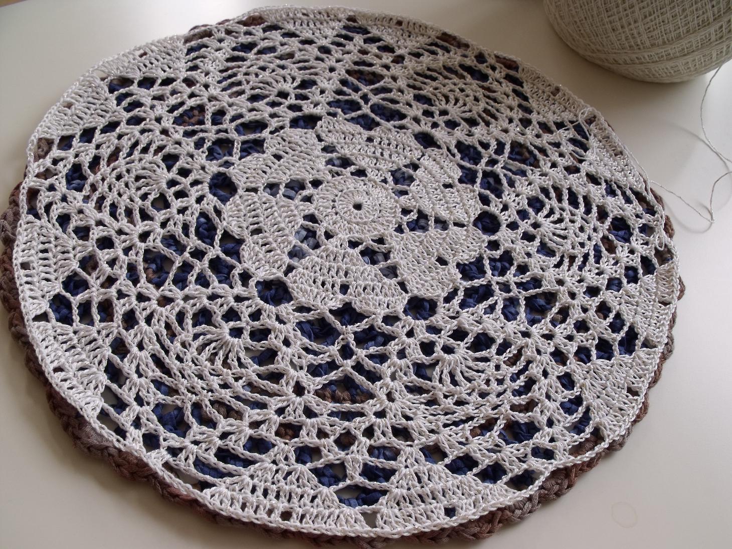 Free Crochet Pattern For Heart Doily : MICROCKNIT CREATIONS: Loving the Hearts - Crochet Doily ...