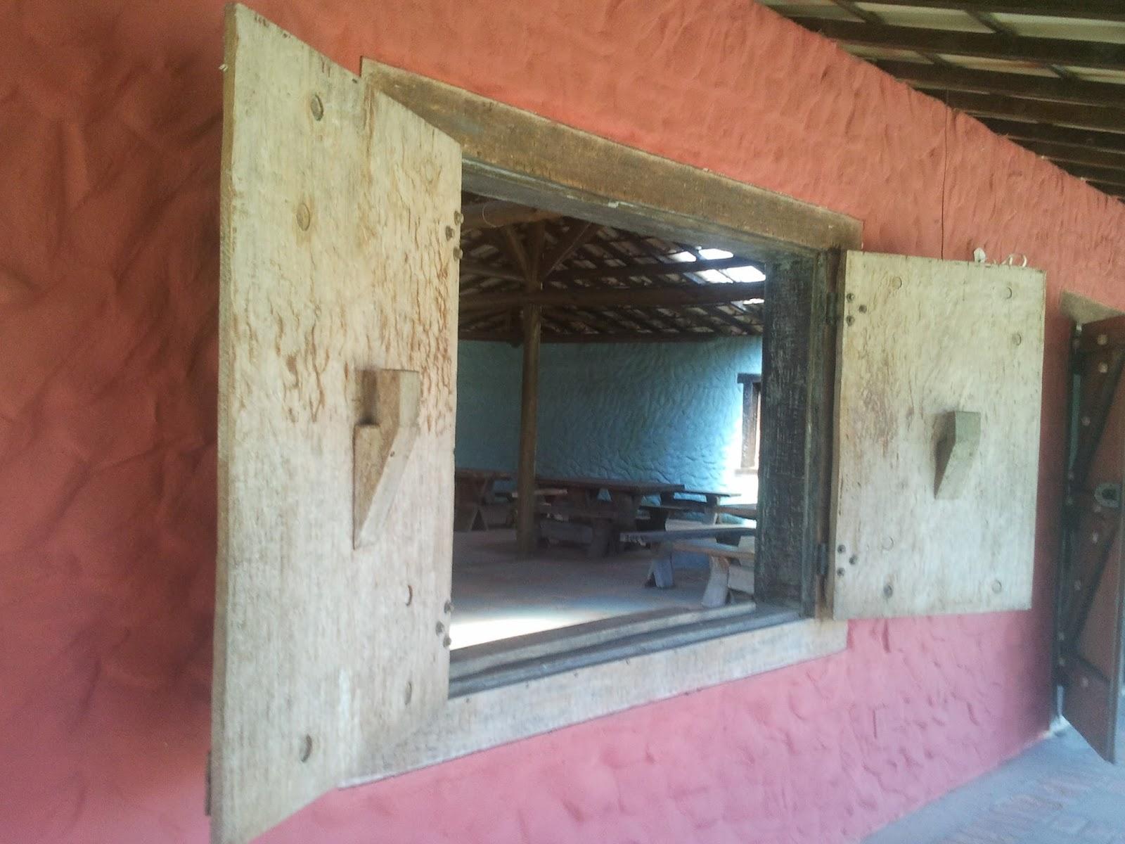 #91533A janela em madeira rústica janela rústica da cozinha do salão fogão  1178 Portas E Janelas De Madeira Em Lagoa Santa