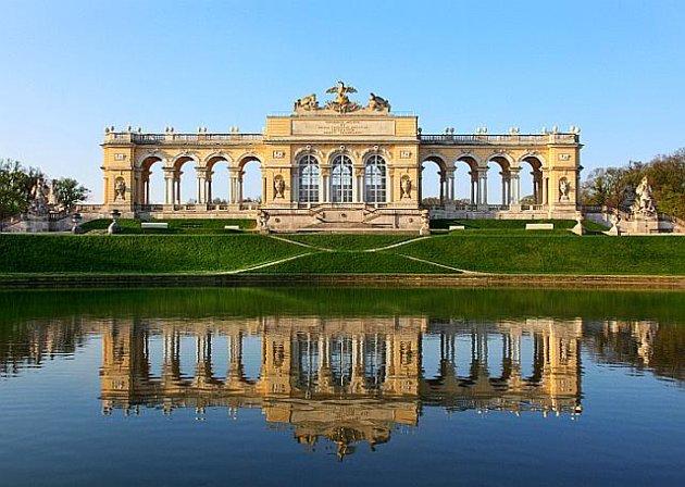 """Schonbrun-palace-vienna,"