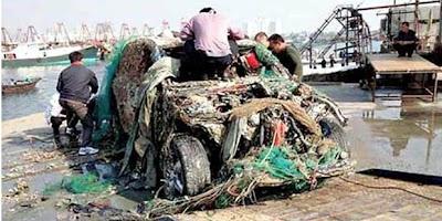 Nelayan Cina Menjaring Ikan Dapat Porsche Cayenne