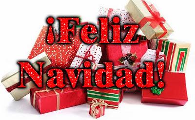 postal de navidad con muchos regalos de navidad envueltos en papel de regalo
