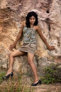 sri lankan model piyumi in short skirt cute stills