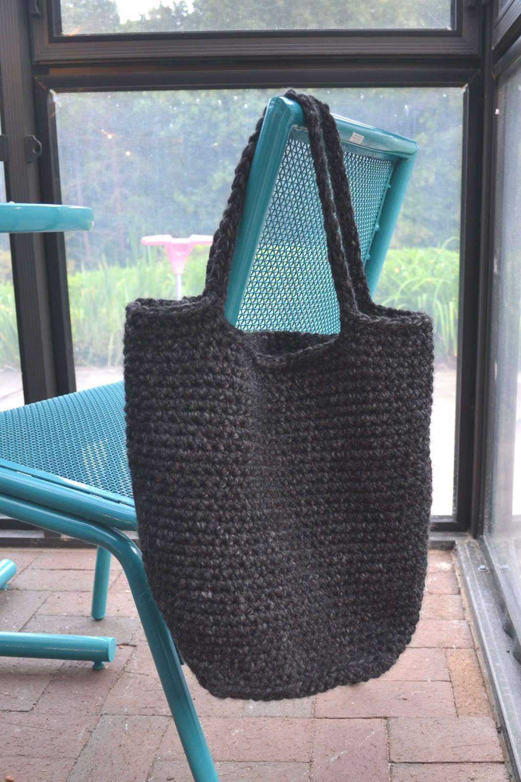 Crochet Tote Pattern : Crochet in Color: Chunky Crocheted Tote Pattern