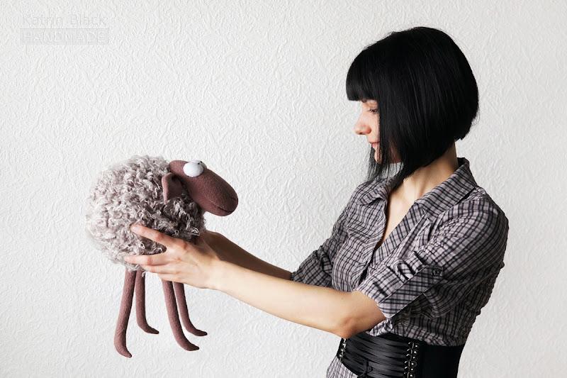 Прикольная мягкая игрушка овечка от Katrin Black.