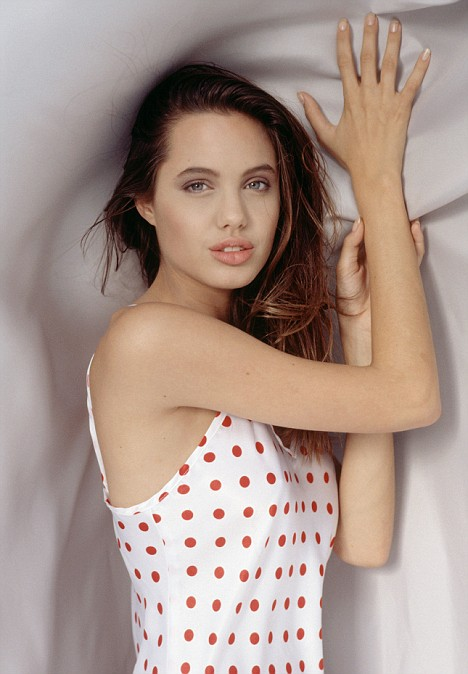 Teen Thinspo http://thinanonymous.blogspot.com/2011/05/thinspo-young-angelina-jolie.html