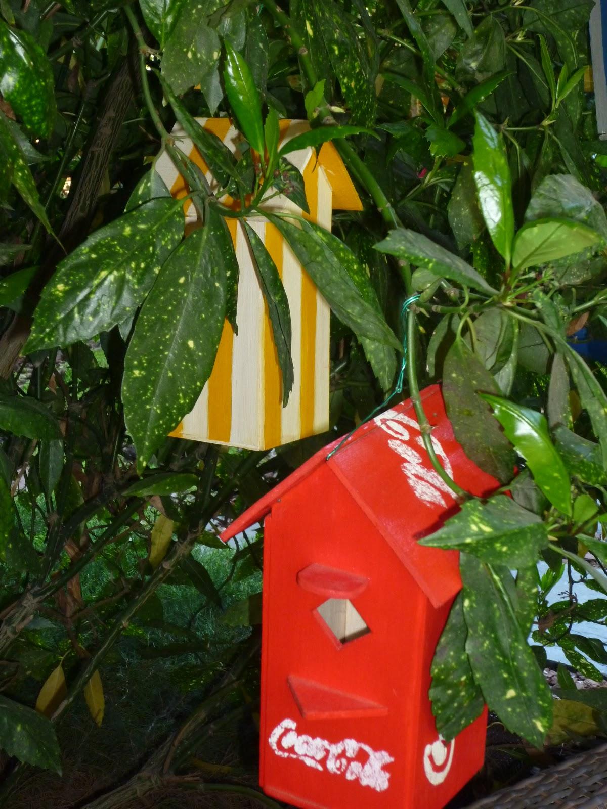 Casitas para pajaros hechas de madera viva la vida for Casita de plastico para jardin