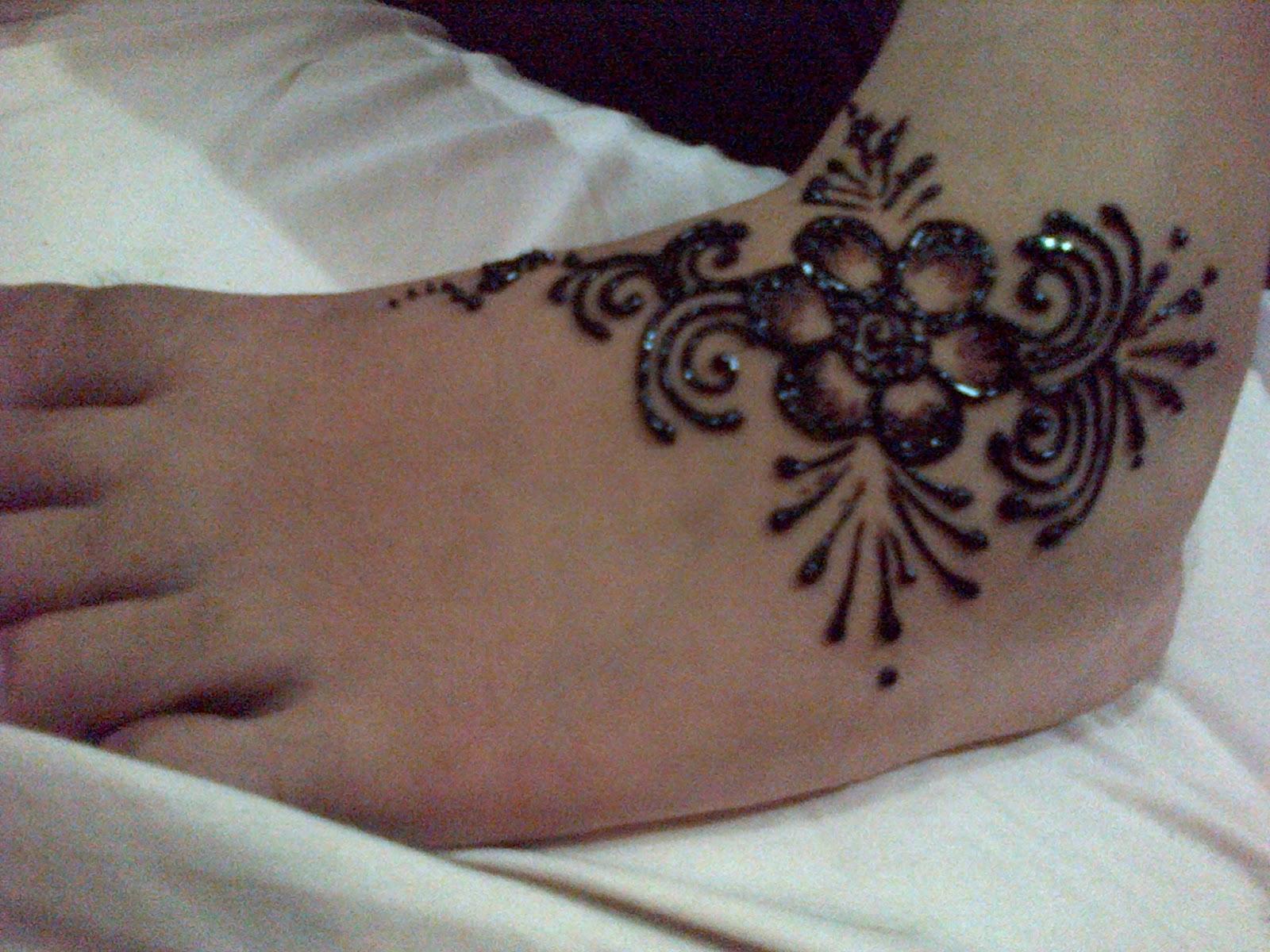 accesories pernikahan tampil gaya dengan ukiran henna