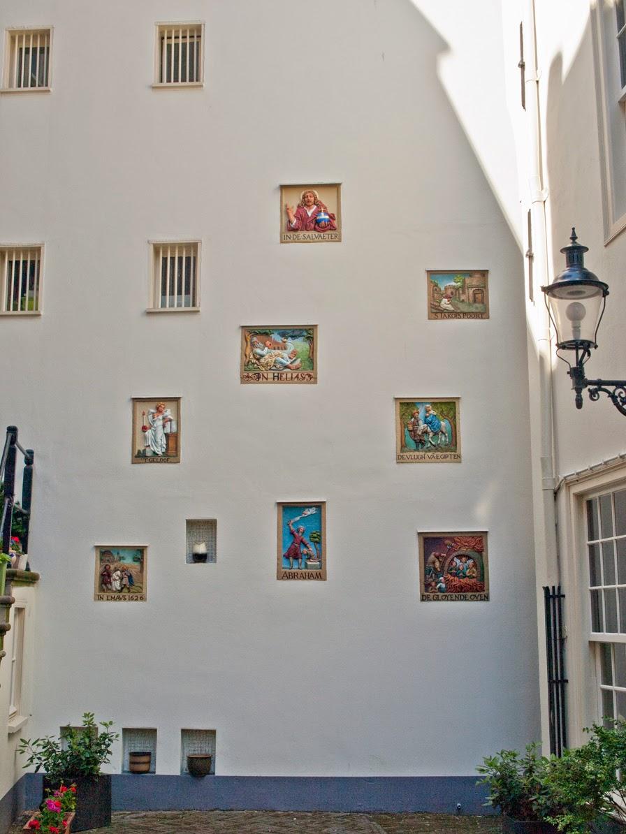 Historias bíblicas en el Begihnhof de Amsterdam