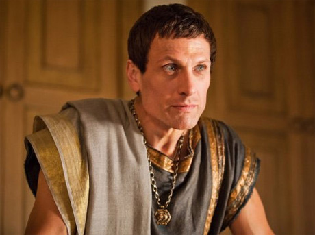 Simon Merrells es Marco Craso en Spartacus War of Dammed 3x01