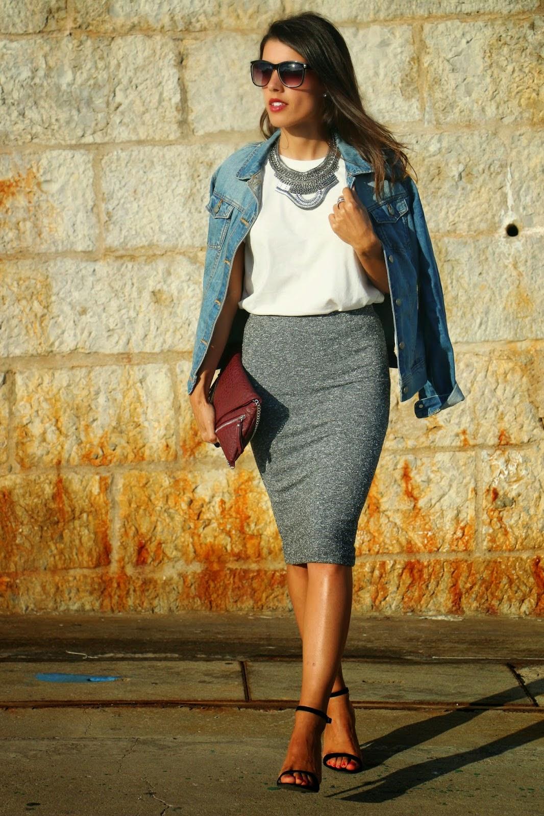 http://ilovefitametrica.blogspot.pt/2014/09/midi-skirt-vs-white-t-shirt.html