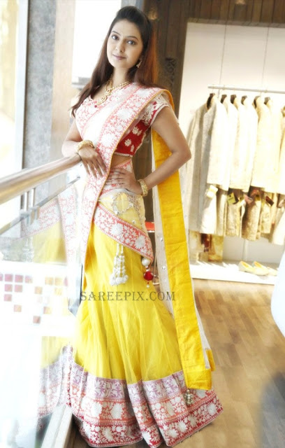 Model-bridal-half-saree-Neerus-wedding-collection