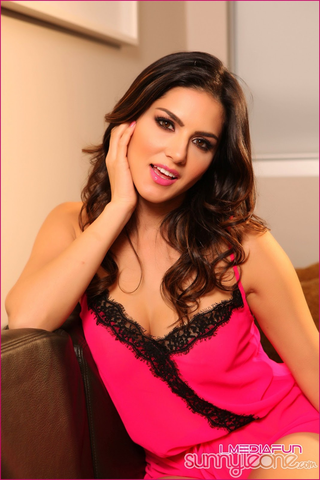 www.CelebTiger.com+Indian+Nude+Actress+Sunny+Leones+Pretty+in+Pink+(08+JUNE+13)++(2) Sunny Leone Showing Her Big Round Boobs And Juicy Pussy HQ Photo Gallery