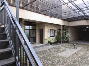 Hotel Bintang 2 Bandung - Guest House Roemah Nenekoe