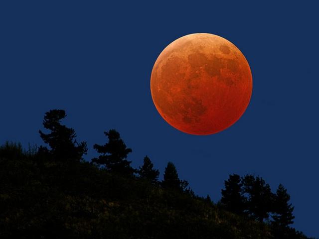 القمر ... كما لم ترآه من قبل .. رااائع  Stunning-photos-of-moon-11