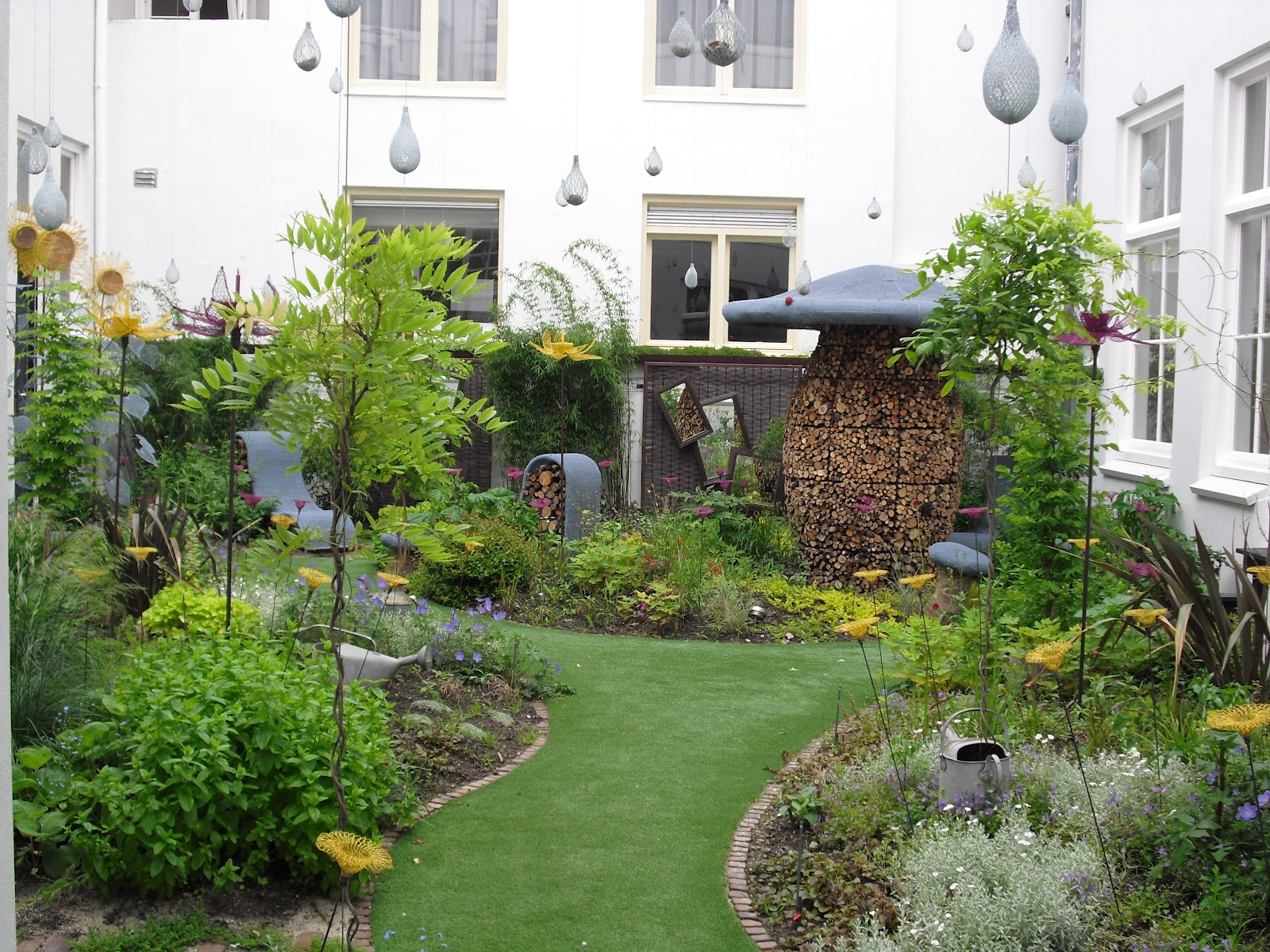 When in amsterdam amsterdam 39 s new garden at droog for Latest garden design