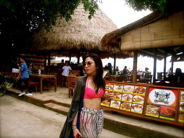 Jessica Milla Seksi Bikini di Pantai