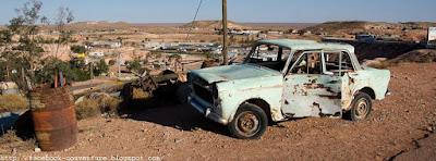 Belle couverture facebook: une carcasse de voiture perdue