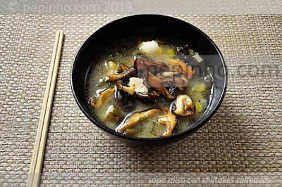 Sopa miso con shiitakes salteados