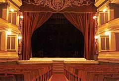 Ensayos en un teatro madrileño con Miguel Narros y su ayudante