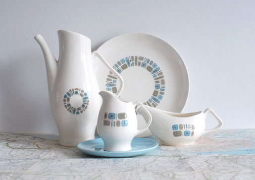 courtesy A Living Space & Rhan Vintage. Mid Century Modern Blog.: Mid Century Dinnerware.