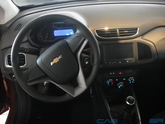 Painel do Chevrolet Onix LT com o sistema de som MyLink