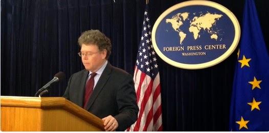En la conferencia de prensa del cierre de la 7ª ronda de negociaciones del TTIP ambas parte insisten que los Servicios Públicos quedan excluidos de la negociación.