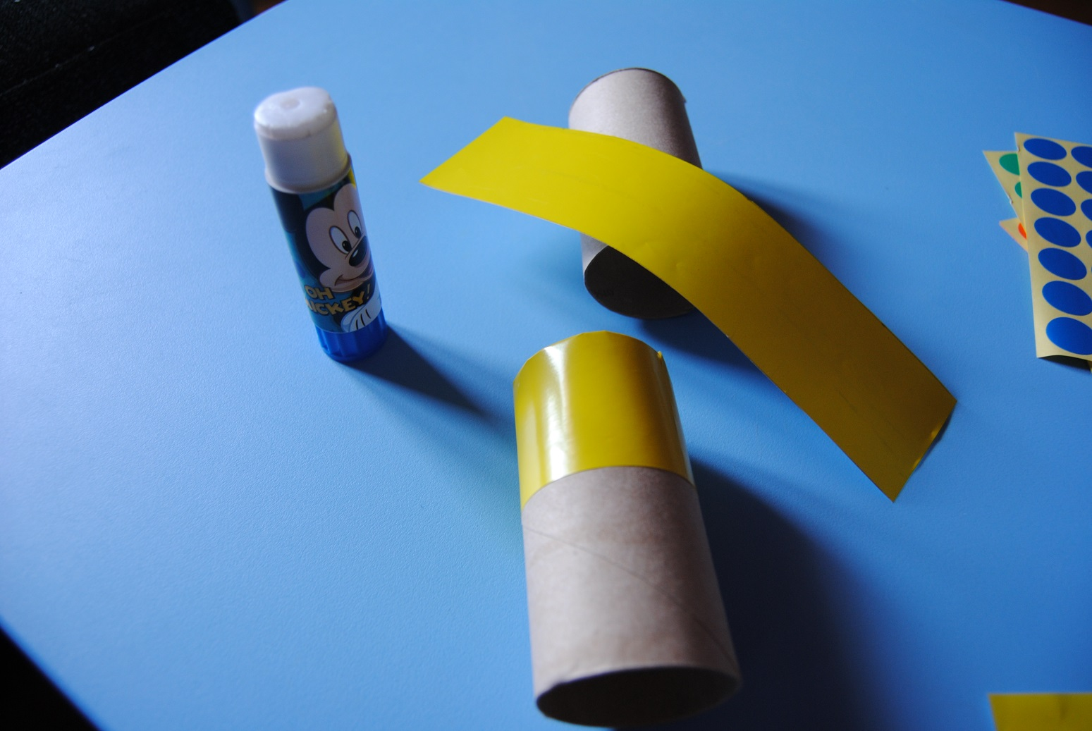 Hice Del Baño Color Amarillo: cosa que papel de celofán amarillo, puede ser del color que queráis