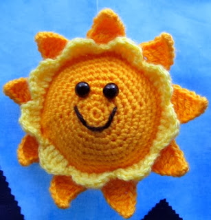 http://translate.googleusercontent.com/translate_c?depth=1&hl=es&rurl=translate.google.es&sl=en&tl=es&u=http://squirrelpicnic.com/2014/02/27/cuddly-sun-crochet-pattern/&usg=ALkJrhh2DTnEQRld_6v0AbwrjMbHVf0nMg