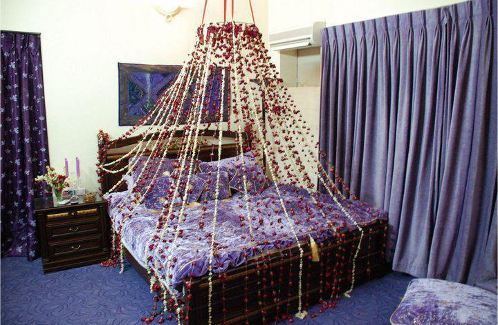 Bride groom wedding room decoration bedroom decoration for Asian wedding bed decoration ideas