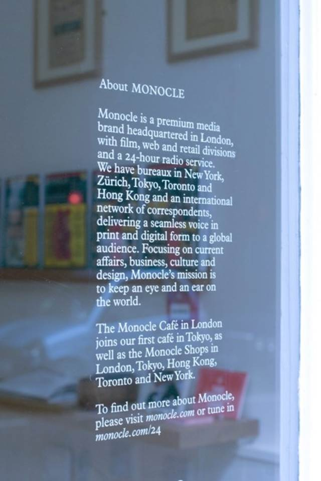 hiasan dinding kafe monocle london