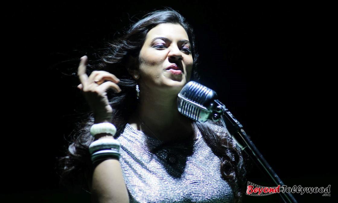 Singer Geetha Madhuri Photos Stills 22 Hot Saree Images