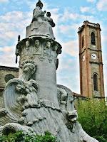 Monument al Pare Claret i la Torre del Campanar de Santa Maria. Autor: Carlos Albacete