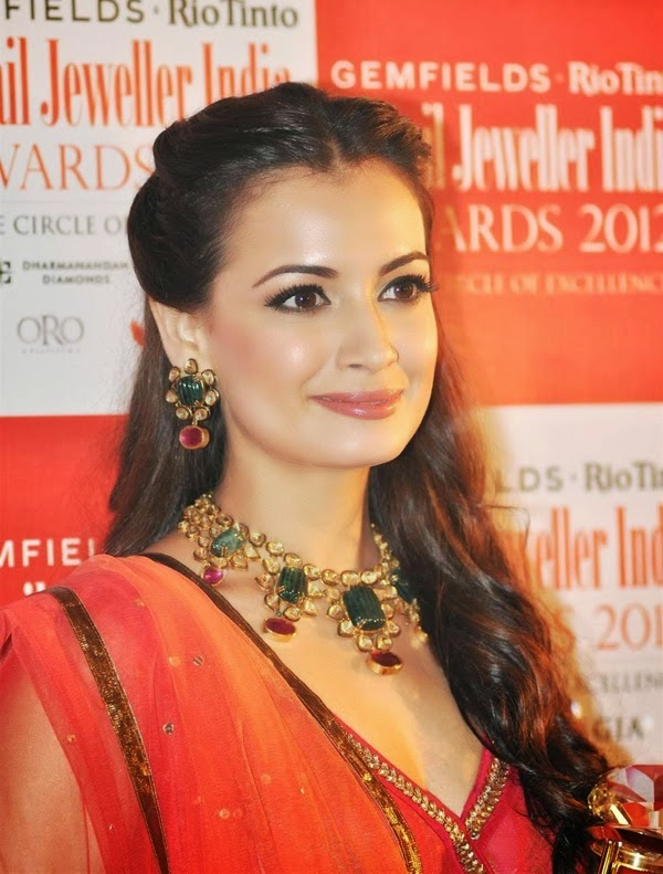 Diya Mirza Hot HD pics, Diya Mirza Hot hd photos