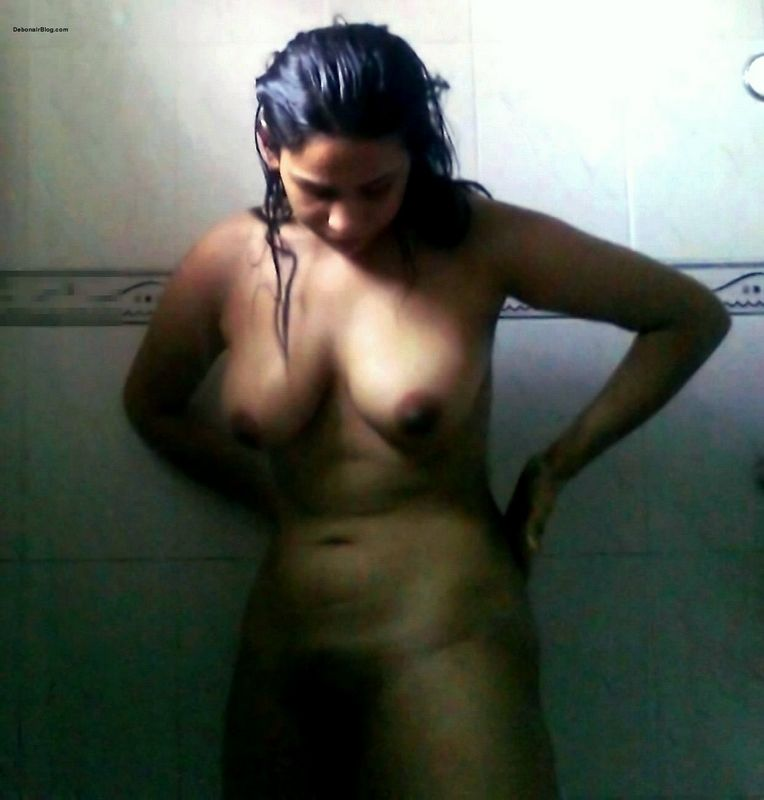 Hot Nude Indian Girl Taking Bath
