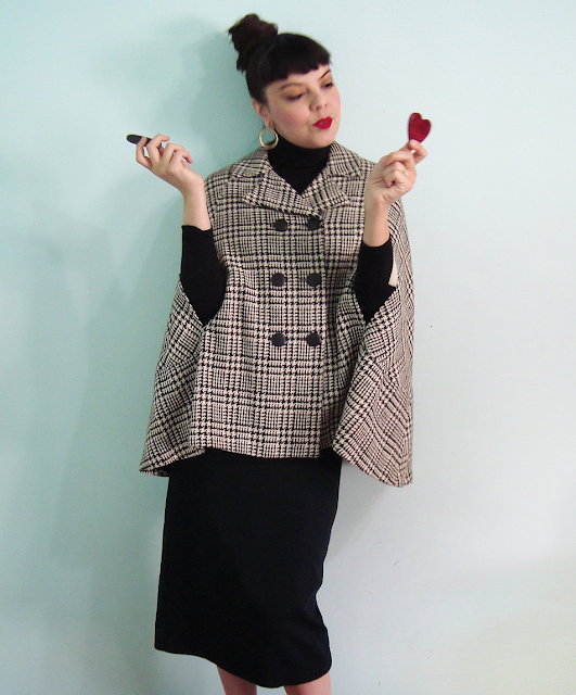 Short Houndstooth Plaid Cape #vintage #cape