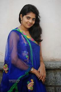 Love-U-Bangaram-Heroine-Shravya-Stills-at-Movie-Logo-Launch