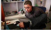 Tukang Servise Komputer Tanpa Tangan