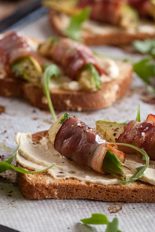 tostas-de-aguacate-y-bacon