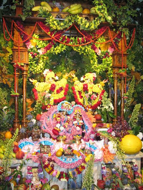 Sri Sri Radha Golokananda ir Sri Sri Girigovardan svečiuose pas Sru Sru Nitai Gaurasundara (Vilniuje per Radhastami)