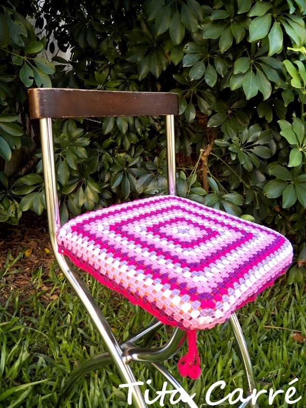Capa para banco quadrado em crochet - Agora é Pink