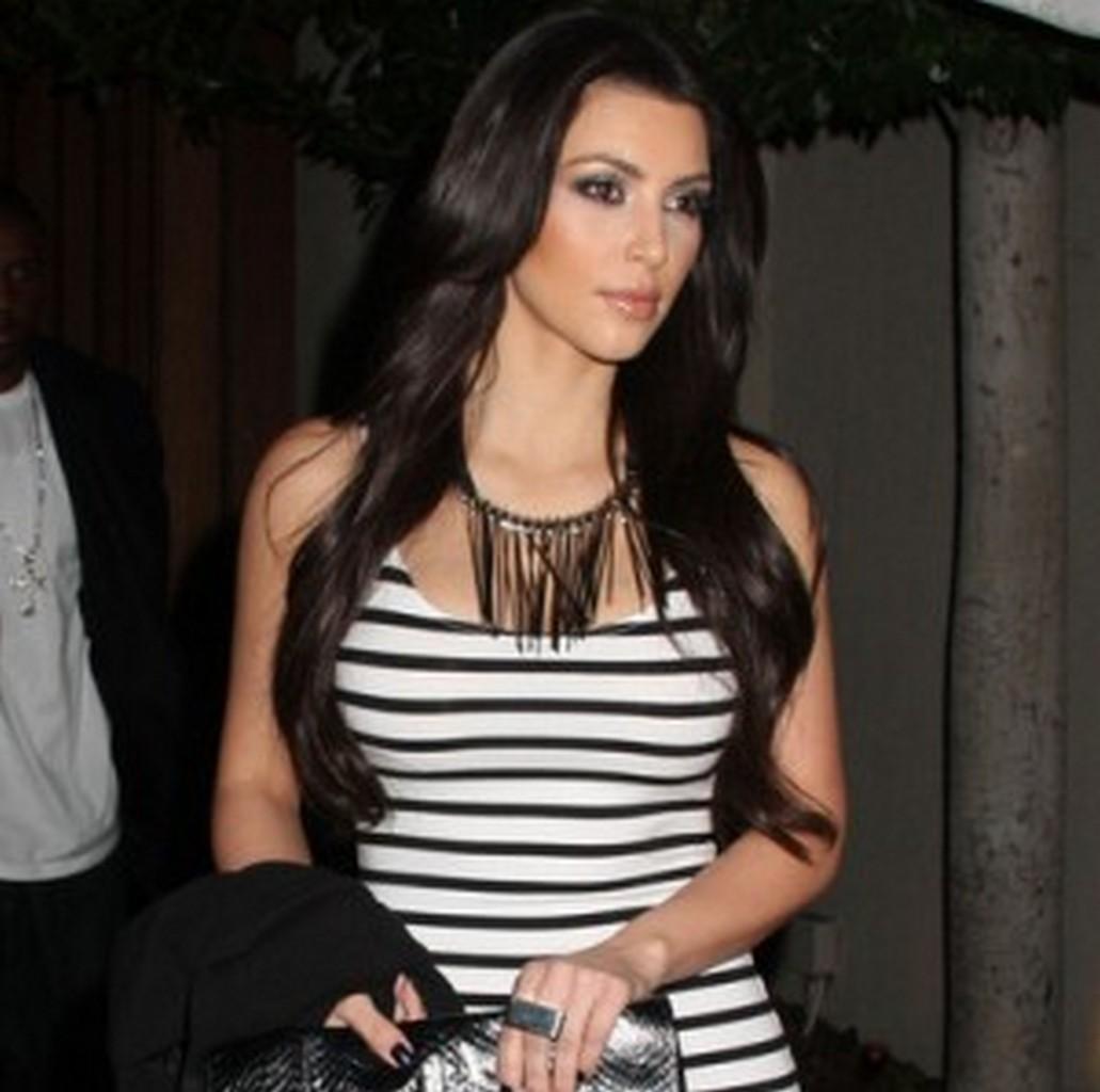http://2.bp.blogspot.com/-Mrs0f2Wcqvg/UChvfgCX5XI/AAAAAAAAAKk/-xjNHcwa6CU/s1600/Kim-Kardashian-Jewelry-Trends-2012-6.jpg