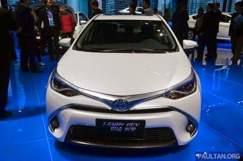 bagian-depan-Toyota-Levin-HEV-sedan-mewah-ramah-lingkungan-terbaru-dari-Toyota