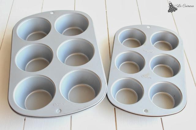 Hoy os explico que moldes usar para hacer cupcakes, muffins o magdalenas, para que no se nos deforme en el horno!